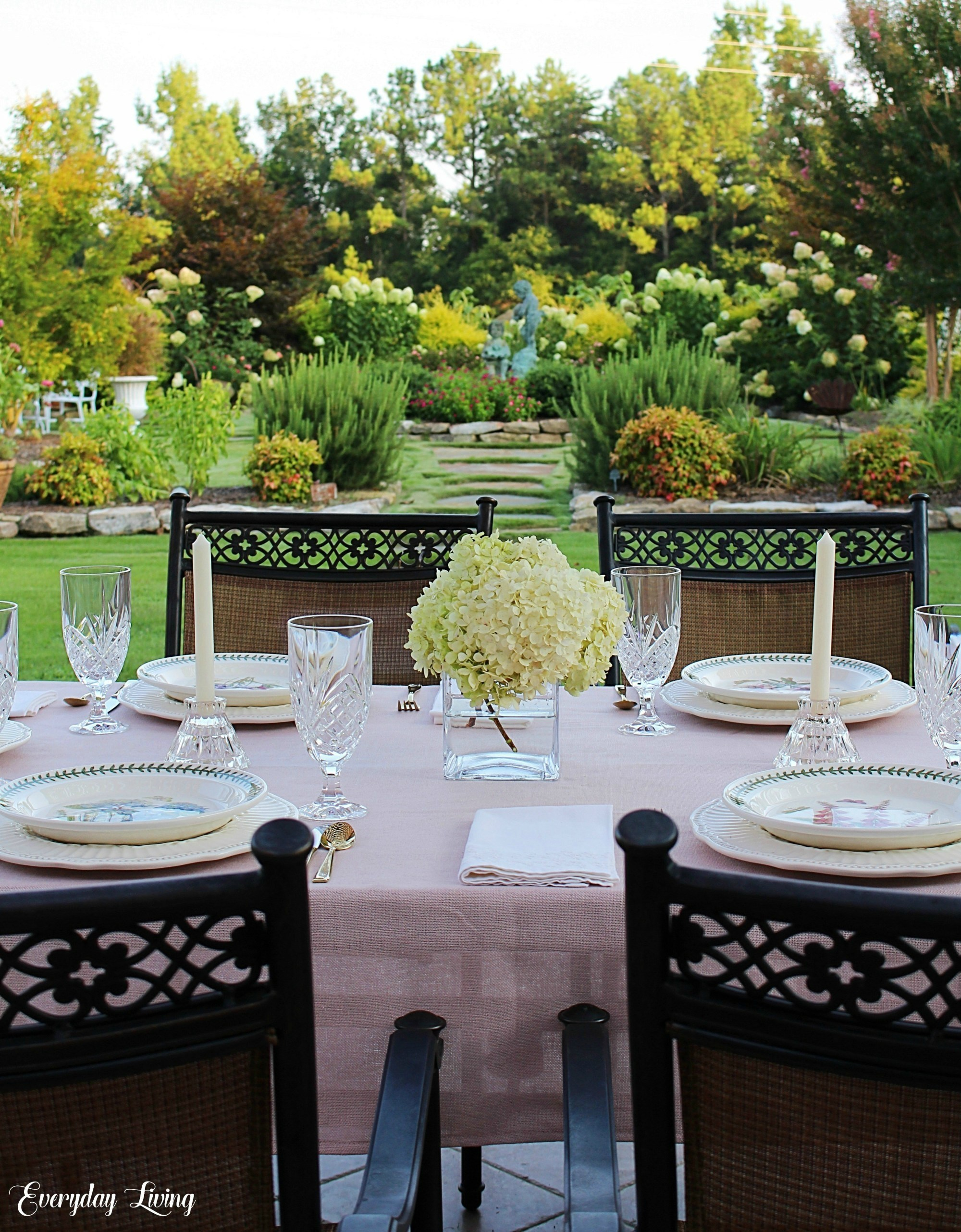 8 Summer Alfresco Tablescapes | Everyday Living
